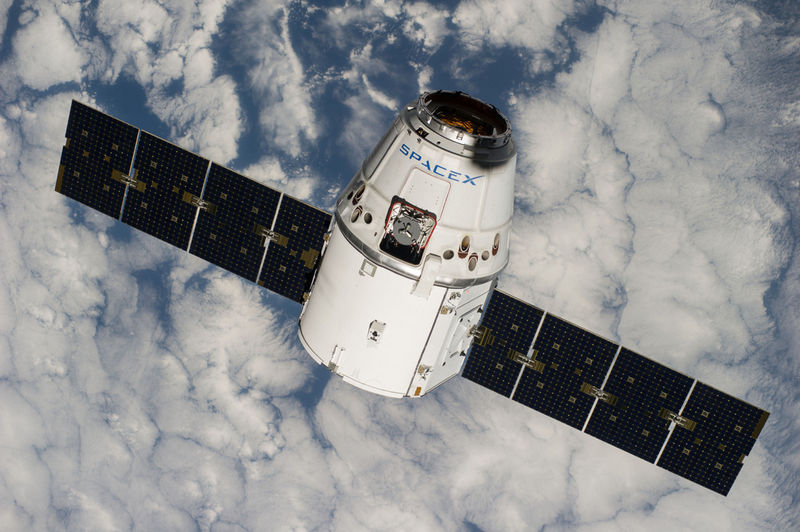 "Корабль ""Dragon"" (SpaceX) успешно доставил 2,2 т грузов на борт МКС"
