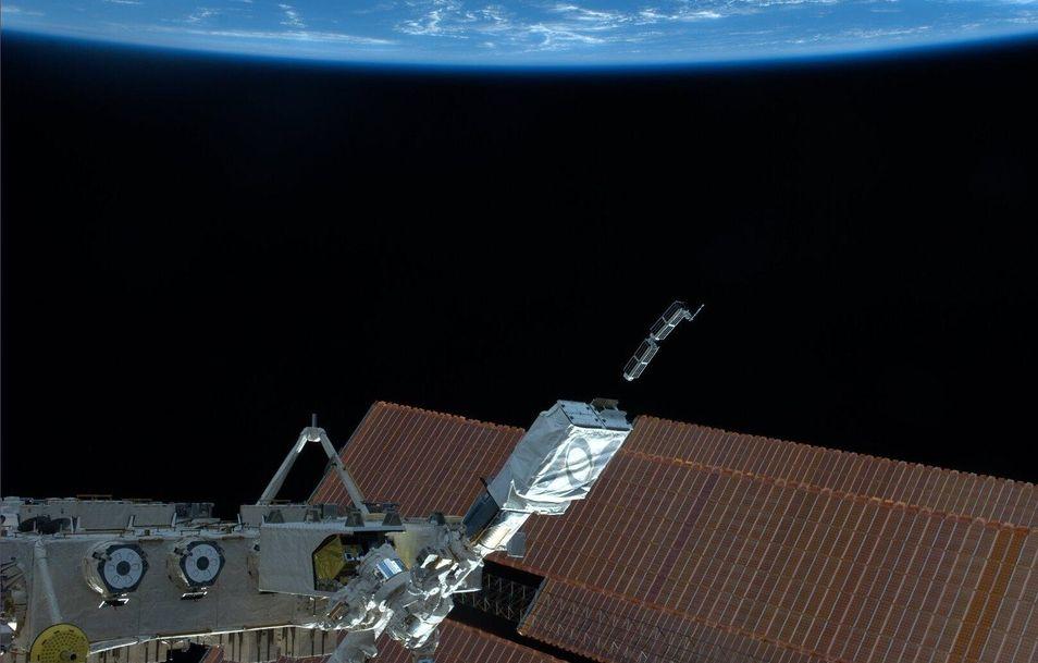 Запуск наноспутников с борта МКС