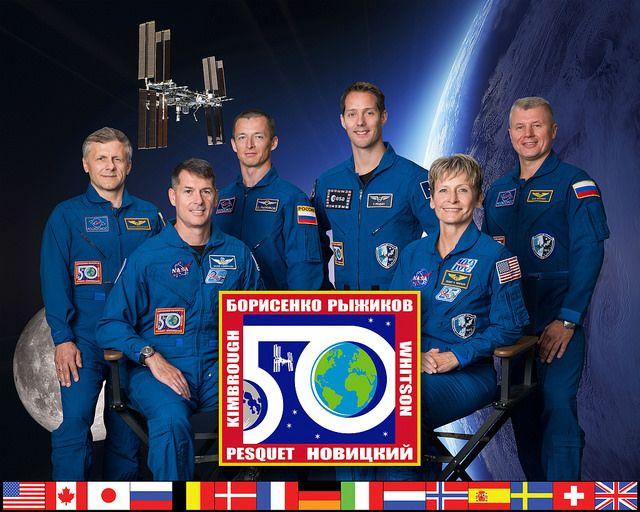 Космонавты в 2016 не получат новые скафандры и новогодние подарки
